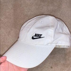 white nike hat
